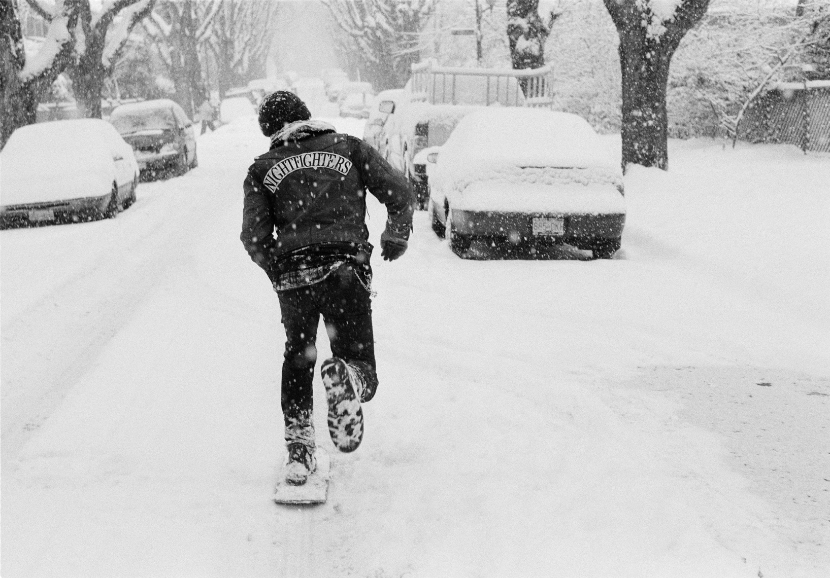 chris-pushing-in-snow-snowday-2008-hires.jpg