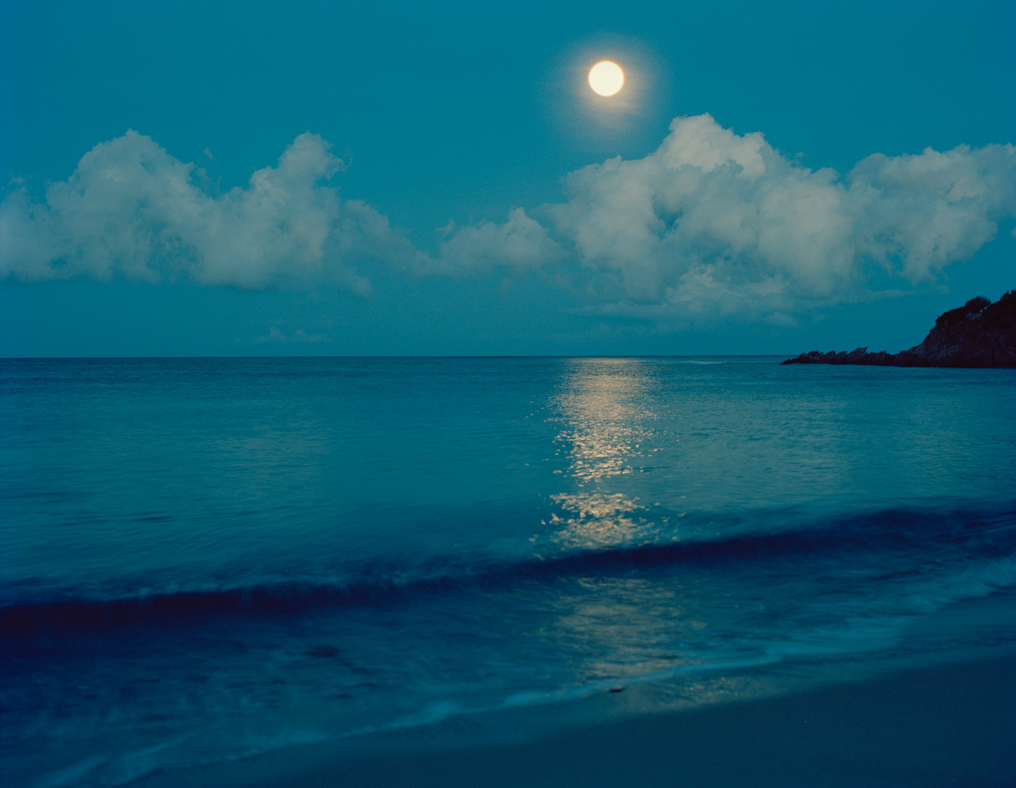 corsica-beach-moon-night-2013-bigger-moon.jpg