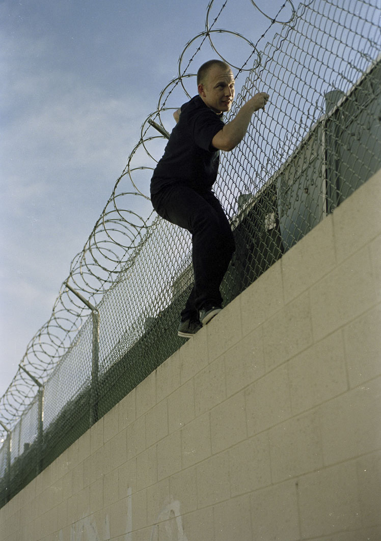 jimmy-astleford-on-wall-barbwire-san-diego-2007