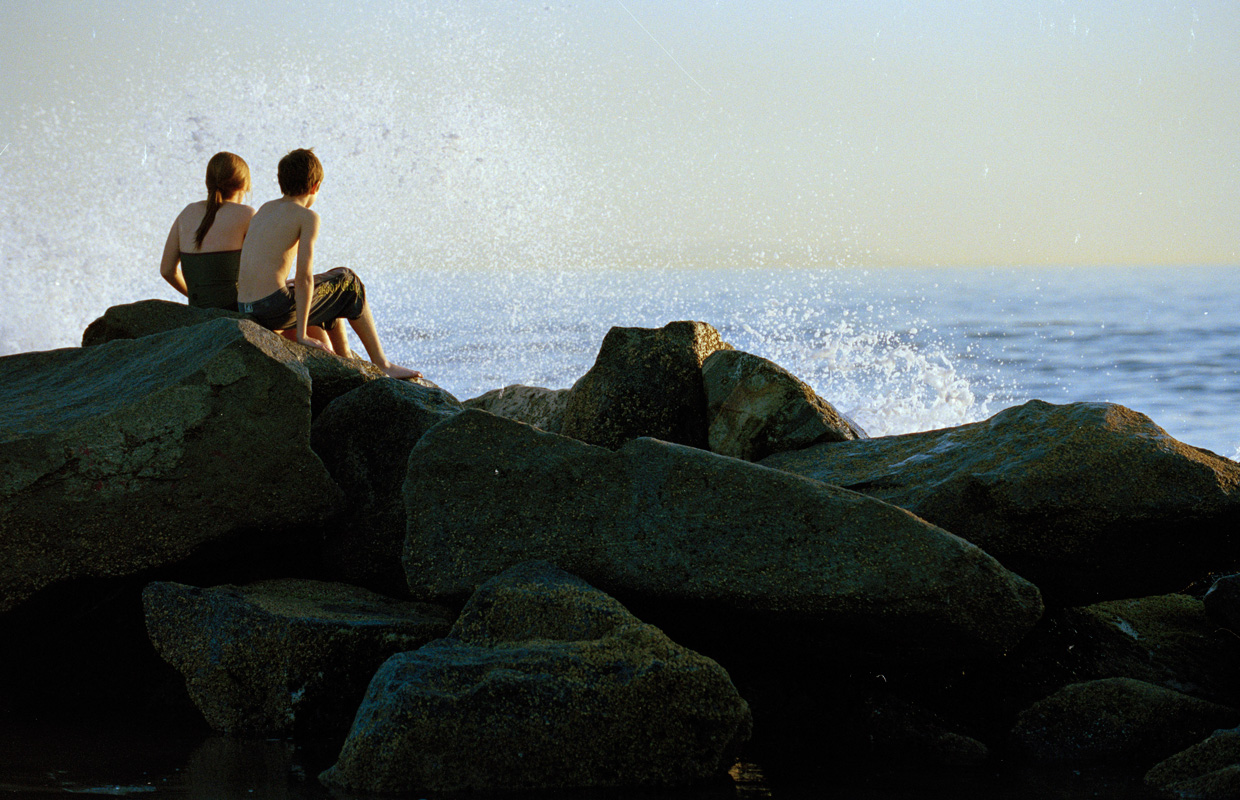 kids-on-the-rocks-by-the-beach-2009